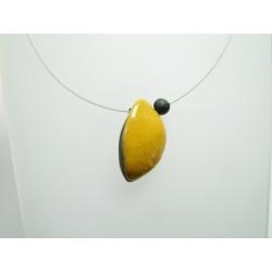 collier artisanal en céramique raku jaune